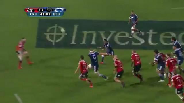 VIDEO. Super Rugby. Josh Bekhuis nous rappelle pourquoi un deuxième ligne ne devrait jamais taper au pied