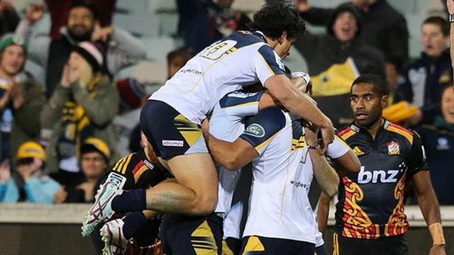 VIDEO. Super Rugby - Les Brumbies résistent aux Chiefs dans un match épique et se qualifient pour les demies