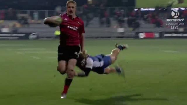 VIDEO. Super Rugby - Nick Cummins s'arrache sur 80m pour empêcher Johnny McNicholl de marquer