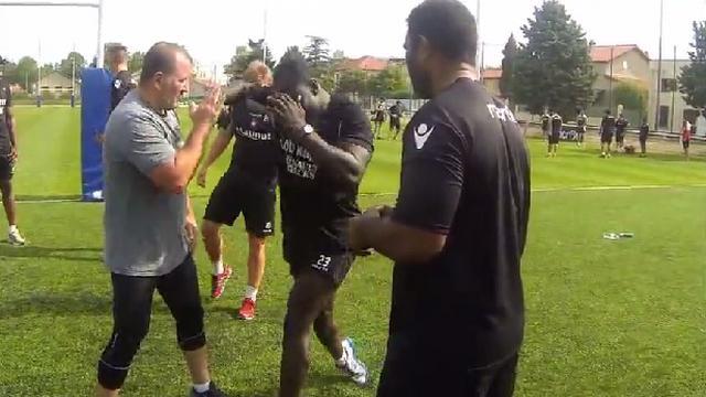 VIDEO. Top 14 - Les joueurs du LOU initiés à la boxe avec Fabrice Tiozzo, Grenoble passe l'épreuve de la pesée