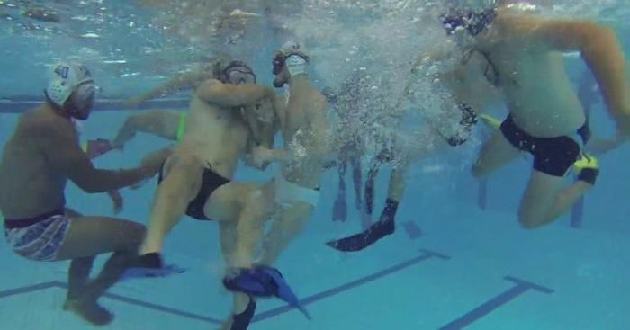 VIDEO. INSOLITE : en pleine préparation estivale, les joueurs de l'UBB testent le rugby subaquatique