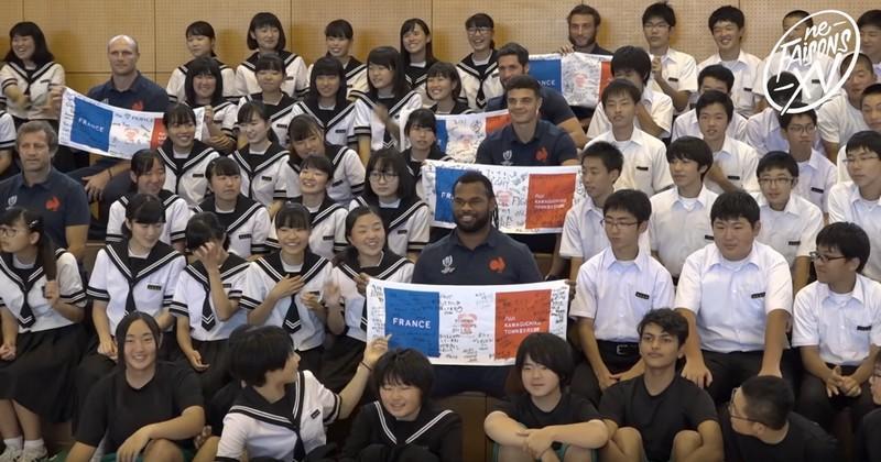 Un instant de communion inoubliable pour les Bleus avec de jeunes Japonais [VIDÉO]