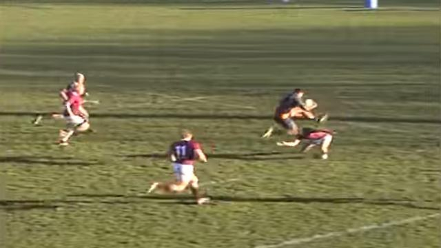 VIDÉO. INSOLITE : Un Néo-Zélandais saute par-dessus un adversaire pour aller marquer