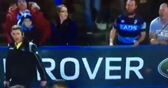 VIDEO. PRO 14 : un ''supporter'' de Cardiff disjoncte et jette sa bière sur un arbitre de touche