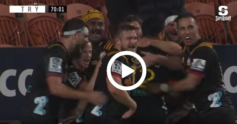 Super Rugby - Sur le renvoi les Chiefs inscrivent un essai de 80 mètres [VIDÉO]