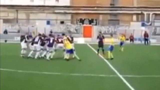 VIDEO. INSOLITE. Une équipe de foot utilise la technique de la tortue béglaise en plein match