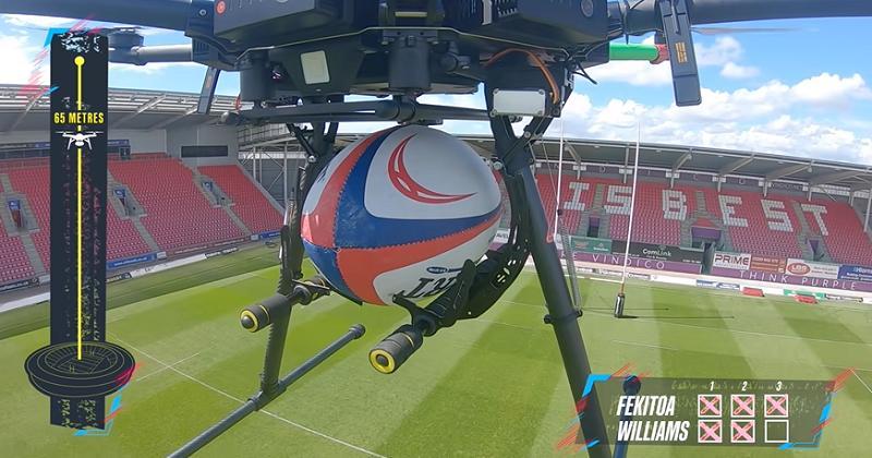 DÉFI. Qui de Fekitoa ou Williams peut attraper un ballon lâché à 70 mètres par un drone ? [VIDÉO]