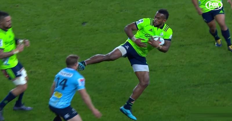 VIDÉO. Super Rugby : Tevita Nabura voit rouge pour un coup de pied aérien... en plein visage de son adversaire