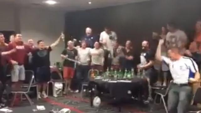 VIDEO. XIII : Les Écossais arrosent leur qualification en quart de finale et entament un puissant « Flower of Scotland »