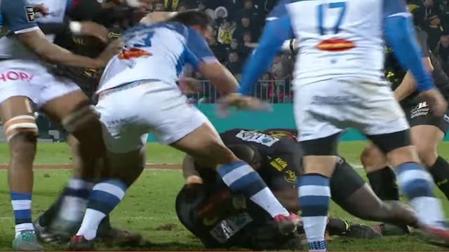 Vidéo. Top14. La Rochelle - Castres : Montès recoiffe gentiment Boughanmi avec ses crampons