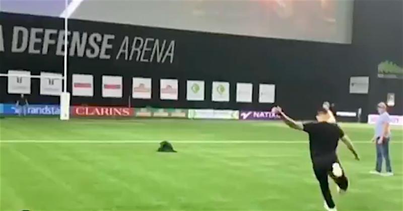 VIDEO. WTF. Quand l'attaquant du PSG Mauro Icardi s'essaye au drop à la Paris La Défense Arena