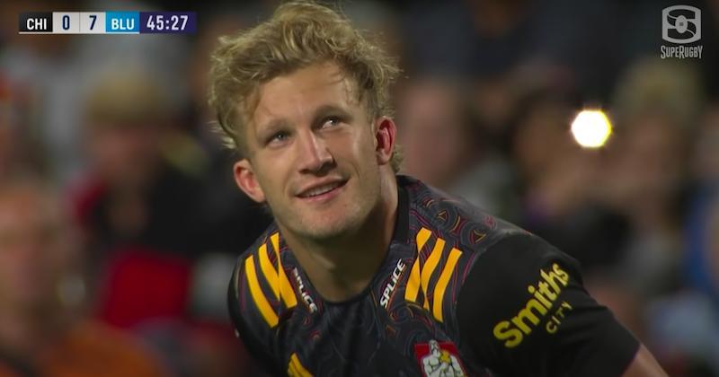 [VIDEO] - Sauvetage de l'année, essai de la gagne... c'était le show McKenzie en Super Rugby