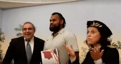 Alivereti Raka a reçu son décret de naturalisation française [VIDÉO]