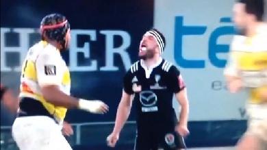 VIDEO. Top 14. Brive - La Rochelle. Arnaud Mignardi se chauffe avec Jone Qovu et une bagarre générale éclate