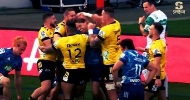 Super Rugby - Barrett chambré par ses anciens coéquipiers après l'essai d'ailier de Coles [VIDÉO]
