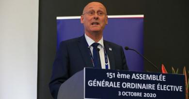 ''Les clubs n'ont pas été dupes,'' lance Bernard Laporte, réélu à la présidence de la FFR