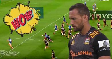 Aaron Cruden fête son retour en Super Rugby avec un offload somptueux [VIDÉO]