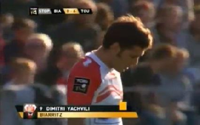 VIDEO. La manchette de Dimitri Yachvili sur Delon Armitage