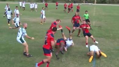 VIDEO. Etats-Unis : Un rugbyman se prend pour un catcheur et plante son vis-à-vis dans le sol avec un énorme tube
