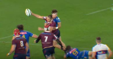 James O'Connor offre le ballon au-dessus de sa tête pour l'essai des Reds [VIDEO]