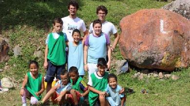 Le tour du monde complètement fou des RugBig Brothers pour venir en aide aux enfants défavorisés