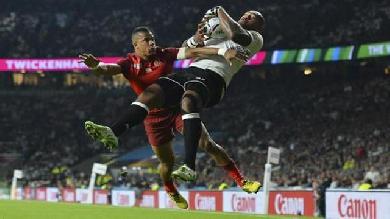 RESUME VIDEO. Coupe du monde. Angleterre - Fidji. Mike Brown répond à l'essai aérien de Nadolo avec un doublé