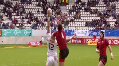 VIDÉO. PARIS 7s. Le Canadien Adam Zaruba marque un essai après une réception incroyable à une main !