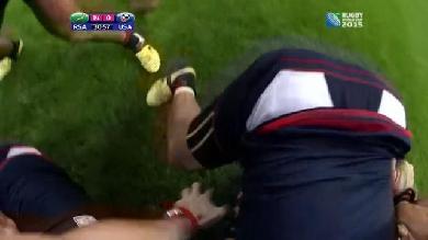 VIDEO. INSOLITE. Coupe du monde. Piégé dans un ruck Pascal Gauzere se fait déblayer par Bismark Du Plessis