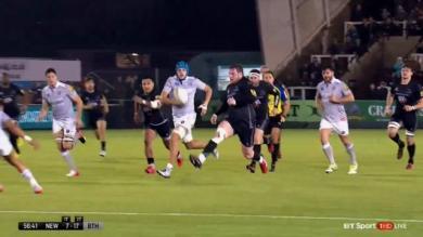 VIDEO. Superbe ligne et coup de pied par-dessus, le pilier de Newcastle se prend pour Juan Martin Hernandez