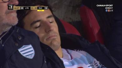 VIDEO. Top 14 - Racing 92 : les images inquiétantes de Benjamin Dambielle endormi sur le banc après un KO