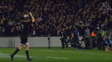 VIDEO. Richie McCaw ovationné à l'Eden Park pour sa 142e sélection avec les All Blacks