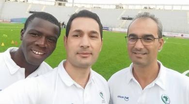 Salem Attalah avec les autres arbitres du Tournoi