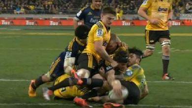 VIDEO. Super Rugby : Elliot Dixon résiste à cinq défenseurs et donne le titre aux Highlanders
