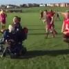 Un jeune joueur autiste est élu homme du match après le très beau geste des deux équipes