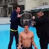 VIDEO. La r�action surprenante de Nigel Owens et la bogossitude de Dan Carter dans le meilleur de l'Ice Bucket Challenge de la semaine