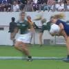 VIDEO. Coupe du monde rugby f�minin. Ashleigh Baxter laisse sa hanche sur la pelouse apr�s un caramel de Marjorie Mayans