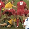 VIDEO. Pays de Galles - Australie : Mike Phillips pi�tine la main de Quade Cooper
