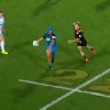 VIDEO. Super Rugby. Damian McKenzie termine dans les tribunes apr�s une �norme feinte du talonneur des Blues