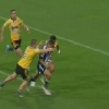 VIDEO. Super Rugby - Le talonneur Dane Coles sort le sprint de sa vie face � Benji Marshall et se sacrifie face aux Blues