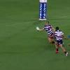VIDEO. Super Rugby. La superbe passe viss�e et lob�e � une main de Mike Harris pour l'essai