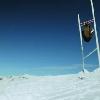 VIDEO. Insolite - Quand un homme-ballon de rugby g�ant passe une p�nalit� sur des skis en Nouvelle-Z�lande