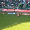 FLASHBACK VIDEO. 2012. Quand une jolie streakeuse s'invite � Twickenham pour le plus grand plaisir des supporters