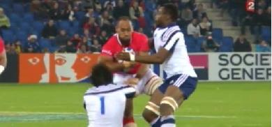VIDEO. France - Tonga : VungakotoLilo pose Yannick Forestier sur le cul