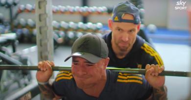 VIDEO. Comment Aaron Smith s'entraîne-t-il pour être toujours le meilleur 9 du monde à 32 ans ?